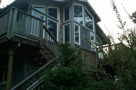 Pet friendly Beagle w/ Awesome Deck - Manzanita