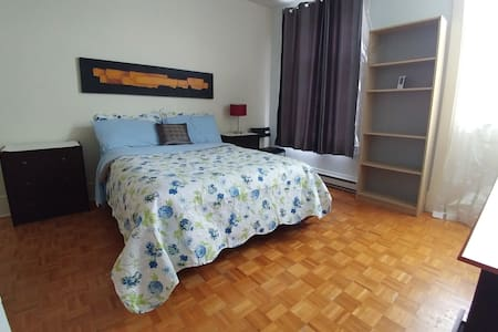 Big private room with balcony - Montreal