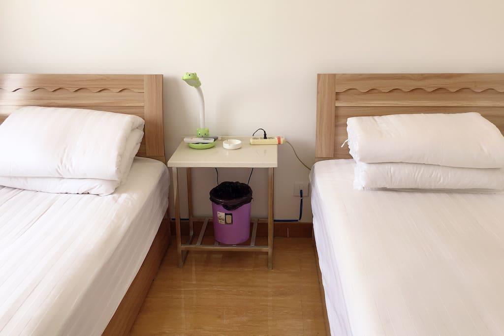 卧室1  1.2米单人床2张