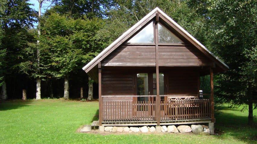 Skøn hytte i Thy. Bo 2 for ialt 400
