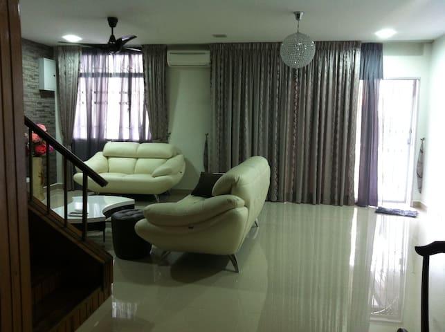 Kuala Lumpur OUG 2 storey 4 Rooms 3 - Kuala Lumpur - House