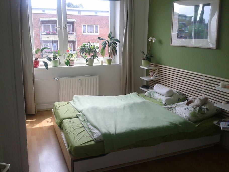 Mein helles Schlafzimmer in grün-weiß