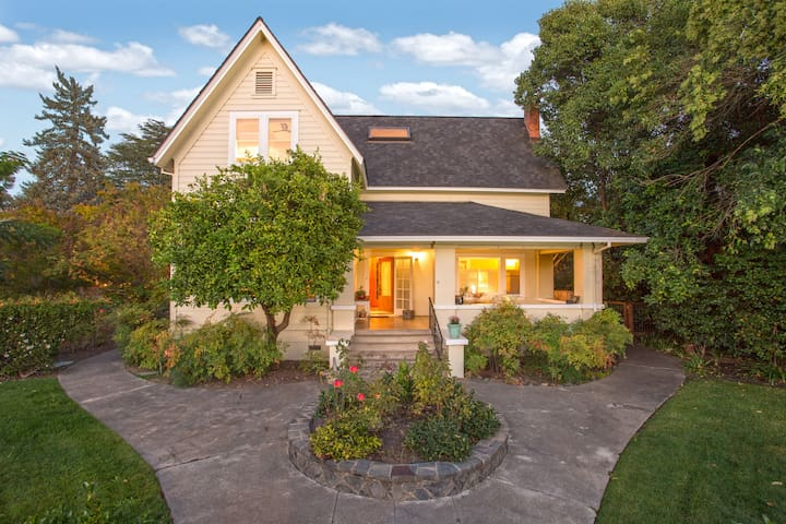 Historic and charming home in downtown Healdsburg