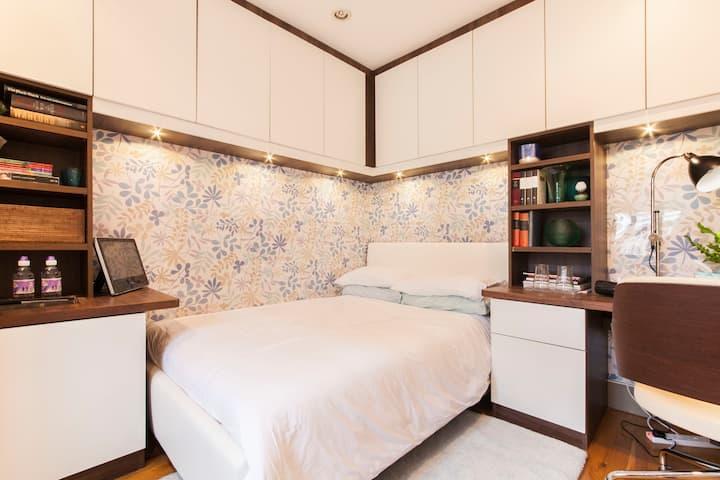 Light pretty Basement room Victoria Sloane Sq SW1