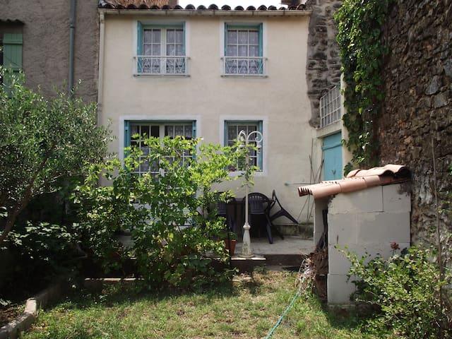 Maison de village avec jardin - Cabasse - บ้าน