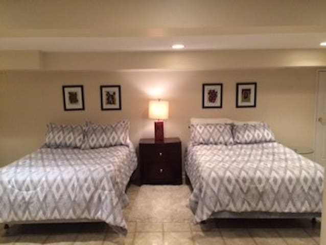Private Rm near Ohare, 2 double bds, Pets welcome! - Des Plaines - Casa