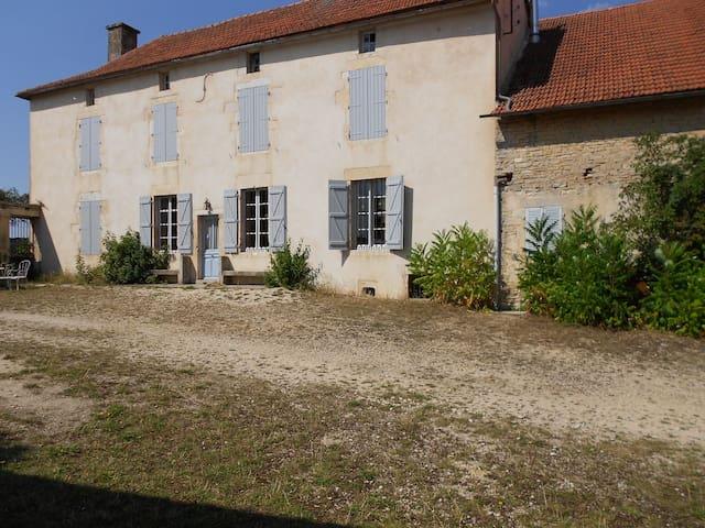 Ferme de caractère dans espace clos - La Villeneuve-les-Convers - Haus