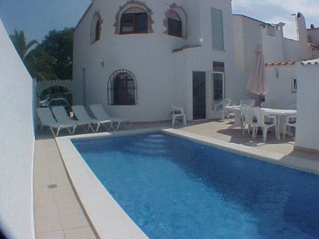 003 Chalet with swimming pool - Empuriabrava - Hus
