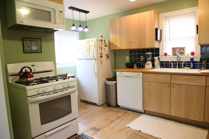 Spacious, gracious 3BR/2BA home near everything - Oberlin - Talo