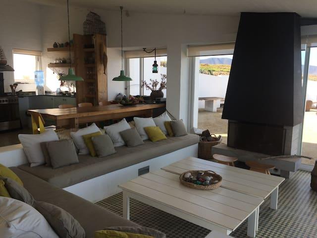 Casa mirando el mar - Huentaleuquen - Rumah