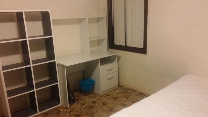 Single private room, quiet culdesac - Cabramatta West - บ้าน
