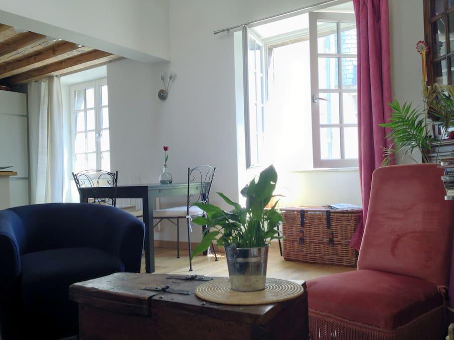 T2 atypique calme centre historique appartements louer for Appartement a louer bordeaux centre t2
