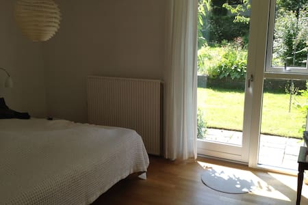 Bright room with exit to the garden - Aalborg - Talo