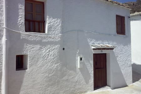 Casa con patio en Timar-Lobras. - Alpujarra Granadina - Hus