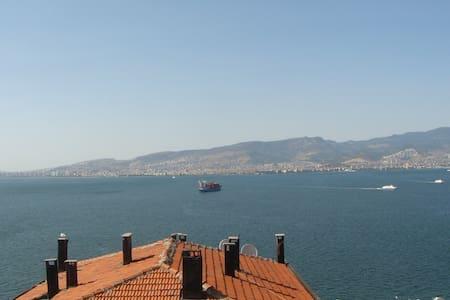 Gulf views, private room in İzmir - İzmir - Apartment