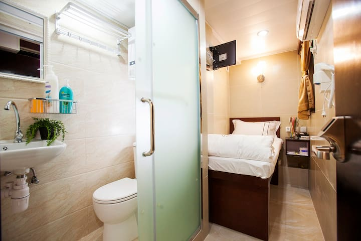 Single Room with Private Bathroom 2
