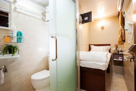 Single Room with Private Bathroom 二