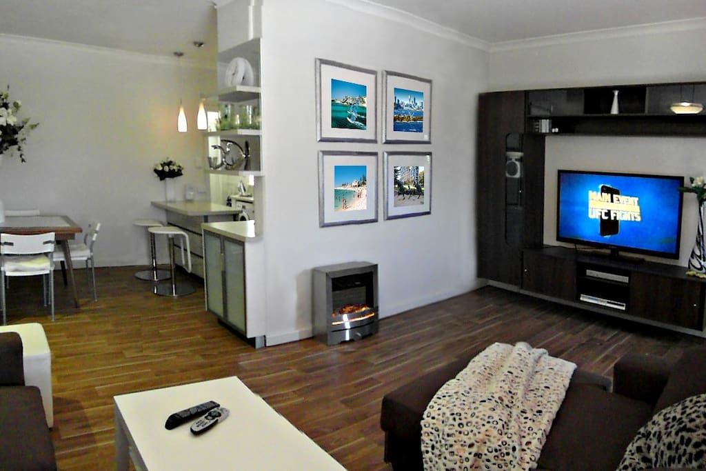 """OPEN ENTERTAINMENT AREA WITH 51"""" LCD TV, DVD/CD PLAYER & FREE FOXTEL"""