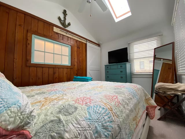 Enjoy the master suite with a river overlook and sky light to watch the stars while falling asleep!
