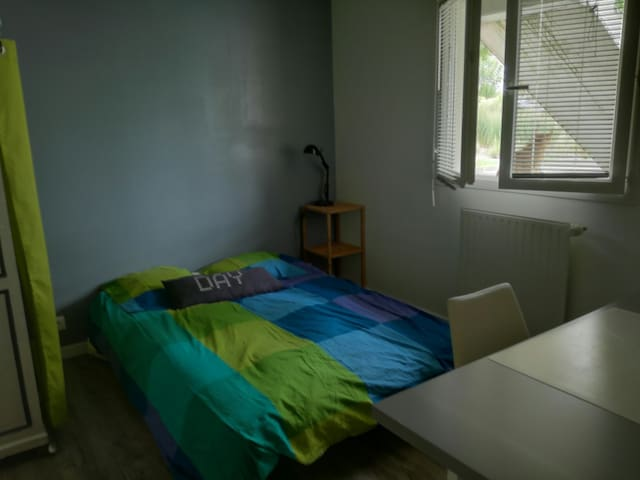 Jolie chambre au calme, 15 min Campus Beaulieu