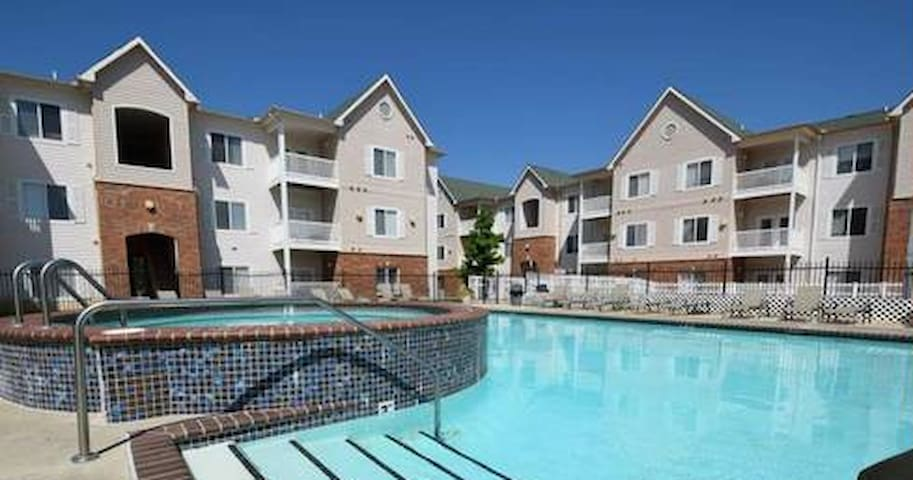 Contemporary 2BR/2B Condo-Near OU - Norman - Leilighet
