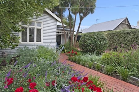 Quaint cottage in the heart of town - Port Fairy