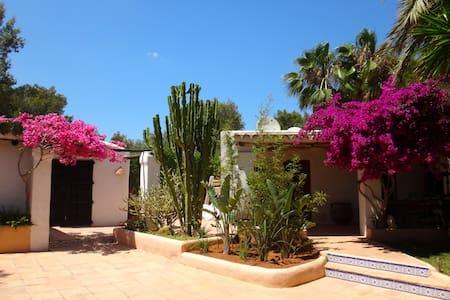 Emplacement  parfait à  Ibiza - Sant Rafel - Huvila