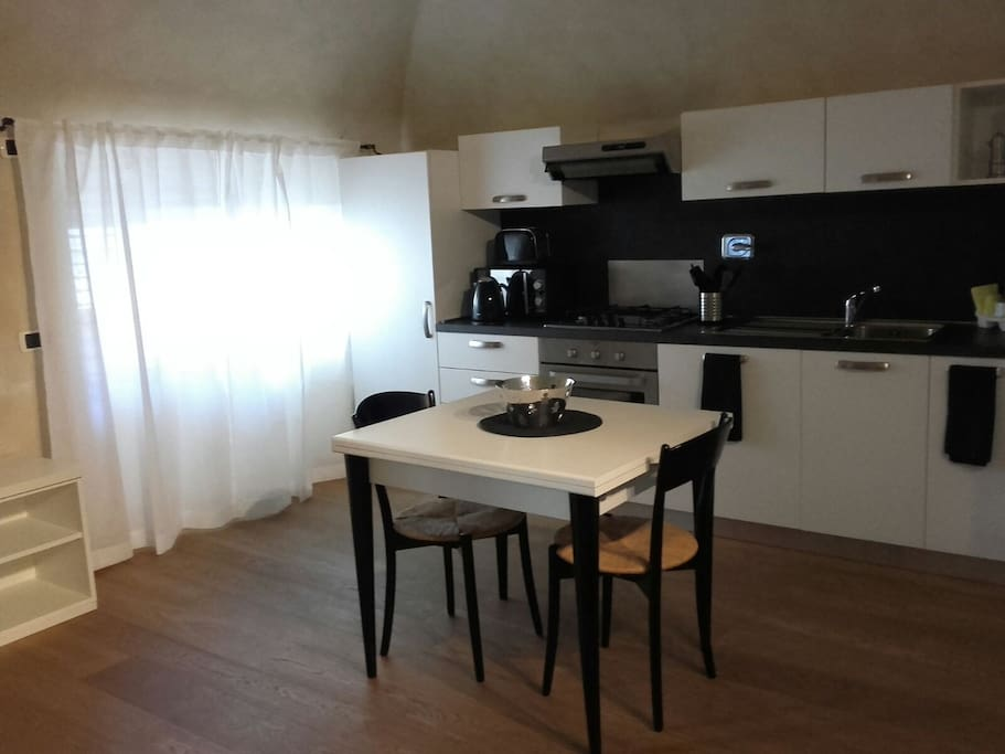 Fully equipped kitchen (no dish-machine)/ table & 4 chairs