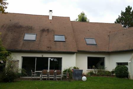 6 bdr 350m2 House in a 5000m2 parc - Saint-Nom-la-Bretèche