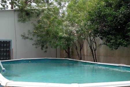 Chambre dans coloc avec piscine - N'Djamena - Dům