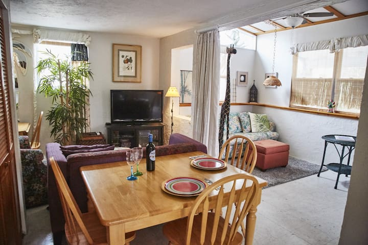 Crescent Moon:  January  2018 available - Butler Beach - Casa
