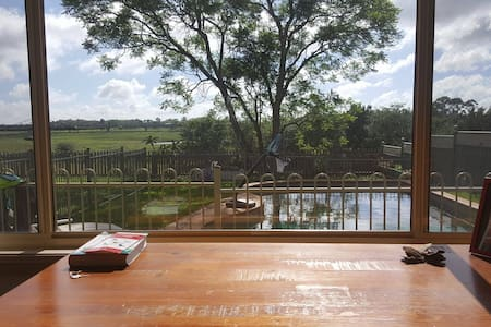 Semi-rural Escape - Windsor - Huis