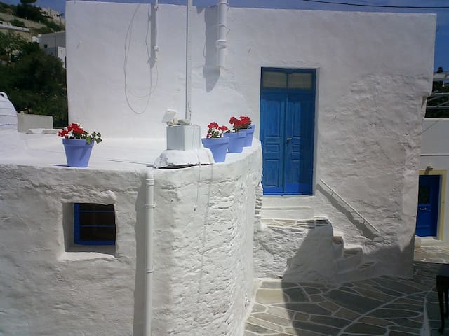 Lefkes, 150-year old house - Lefkes - Rumah