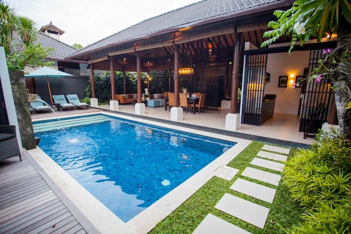 ★Hide away in Luxury Villa Complex★ 2 BR