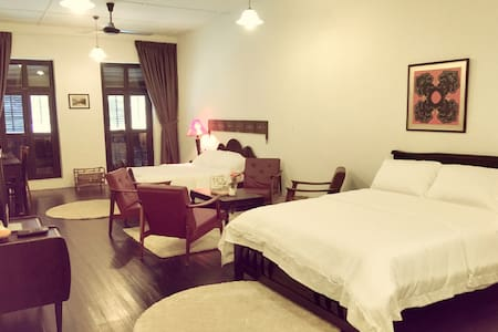 Family Suite with Bathroom - 5 mins to Jonker Walk - Melaka