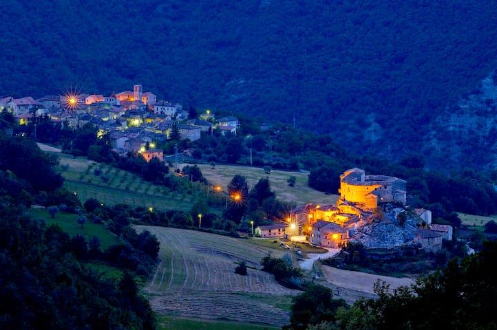 Castel di Luco, dimora storica - Acquasanta Terme - Kasteel