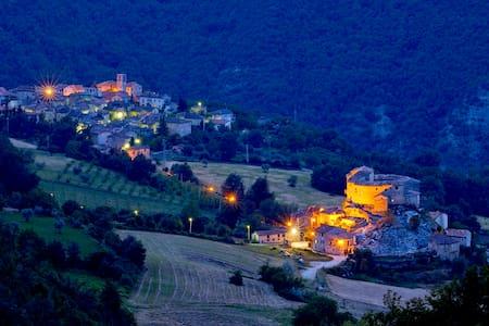 Castel di Luco, dimora storica - Acquasanta Terme - 城堡