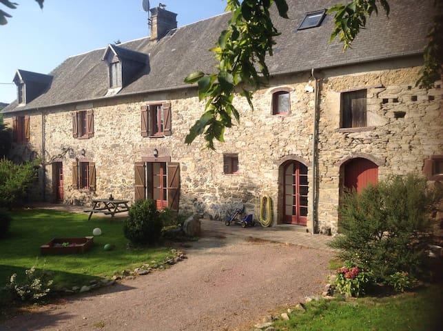 Corp de ferme entièrement restauré - Le Lorey - Huis