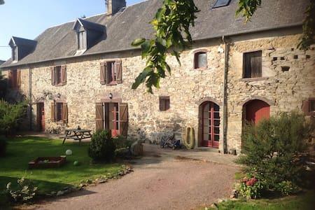 Corp de ferme entièrement restauré - Le Lorey - Rumah