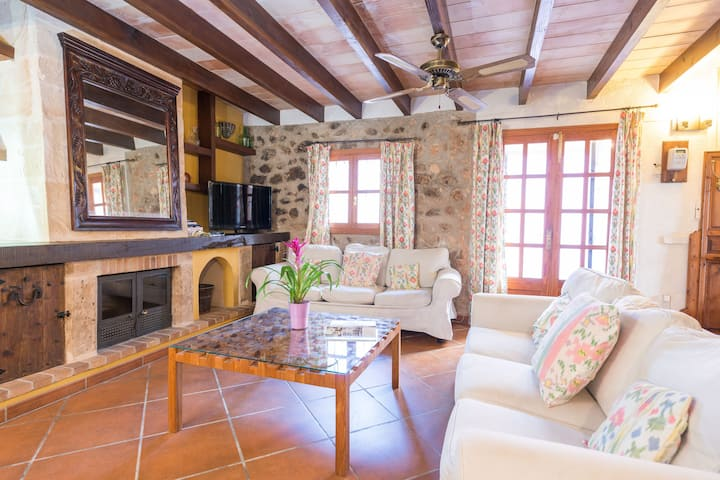 CA NA JOIA - Lovely town house with barbecue. Free WIFI.