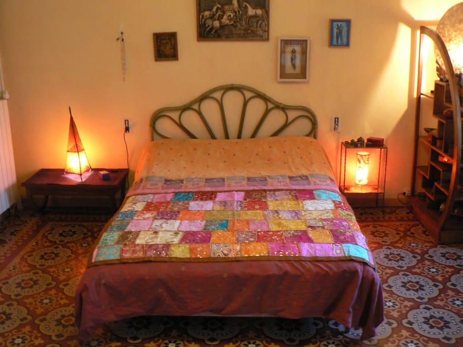 suite parentale avec terrasse chambres d 39 h tes louer vend mian languedoc roussillon france. Black Bedroom Furniture Sets. Home Design Ideas