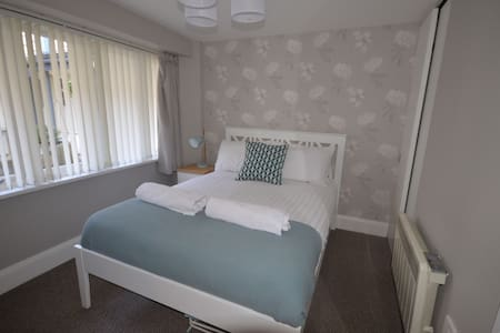 Charming coaching mews in great location cosy ground floor apartment (32)