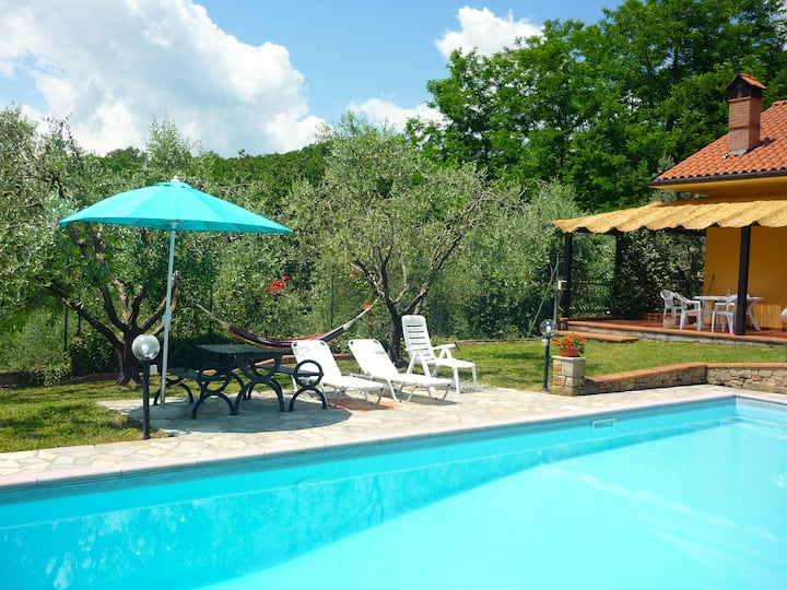 Cottage with private swimming-pool