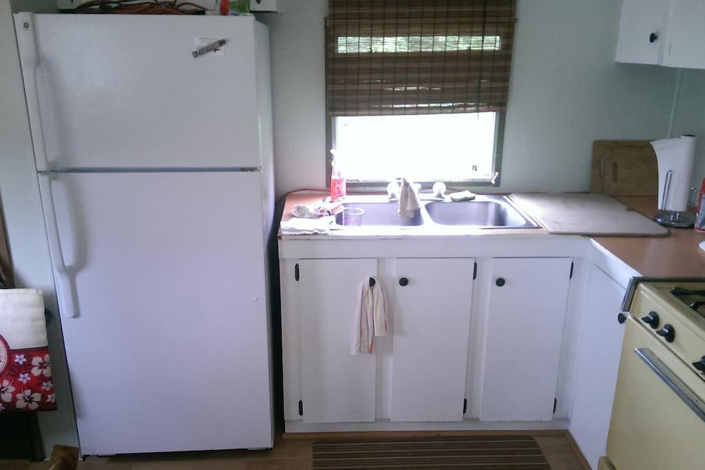 Brand new fridge, kitchen large enough to prepare meals, hot water.