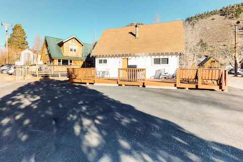 Great cabin with a large deck and forever views!  Walk to lakes and town.