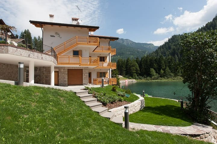 Holidays in Alleghe, mountain & lake
