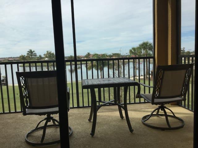 Sunshine at the Ruetz, 2BR/2BA Condo w/golf view - Bonita Springs - Kondominium