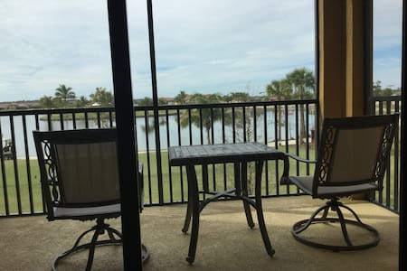 Sunshine at the Ruetz, 2BR/2BA Condo w/golf view - Bonita Springs - Apartamento