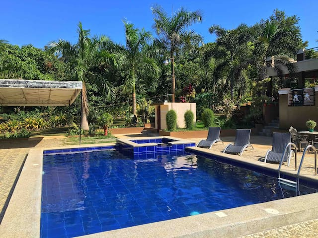 #VILLA for 8pax with 2Toilet+1Bath+Pool+Ntflx+WIFI