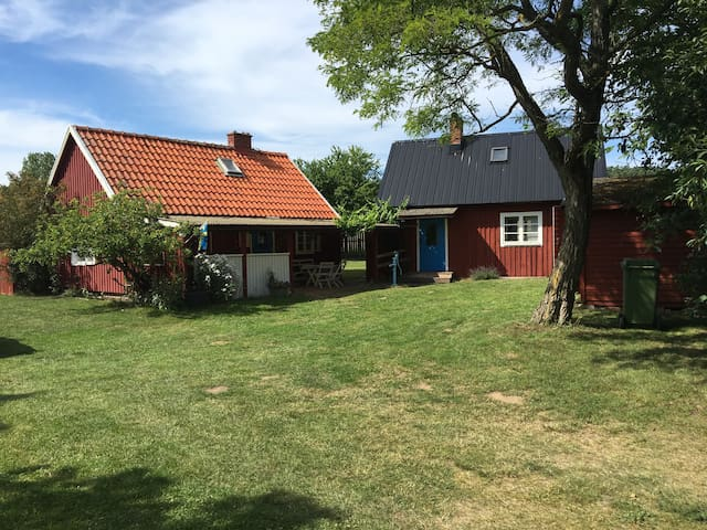 Ostört läge i idylliska Skepparp - Kivik - House